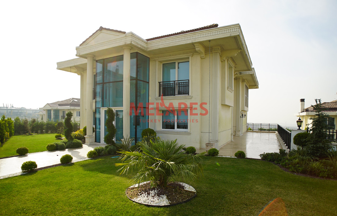 Fourplex luxury villa with lake view