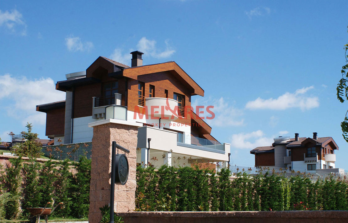 Independent 6 Rooms Villa with private Garden and Pool in Buyukcekmece
